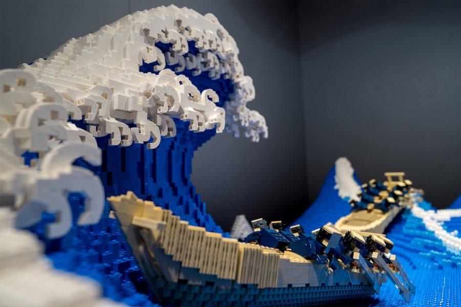 """""""La gran ola de Kanagawa"""" versión LEGO por Jumpei Mitsui"""