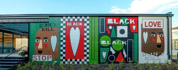 Nina Chanel Abney presenta mural con mensaje de amor y paz