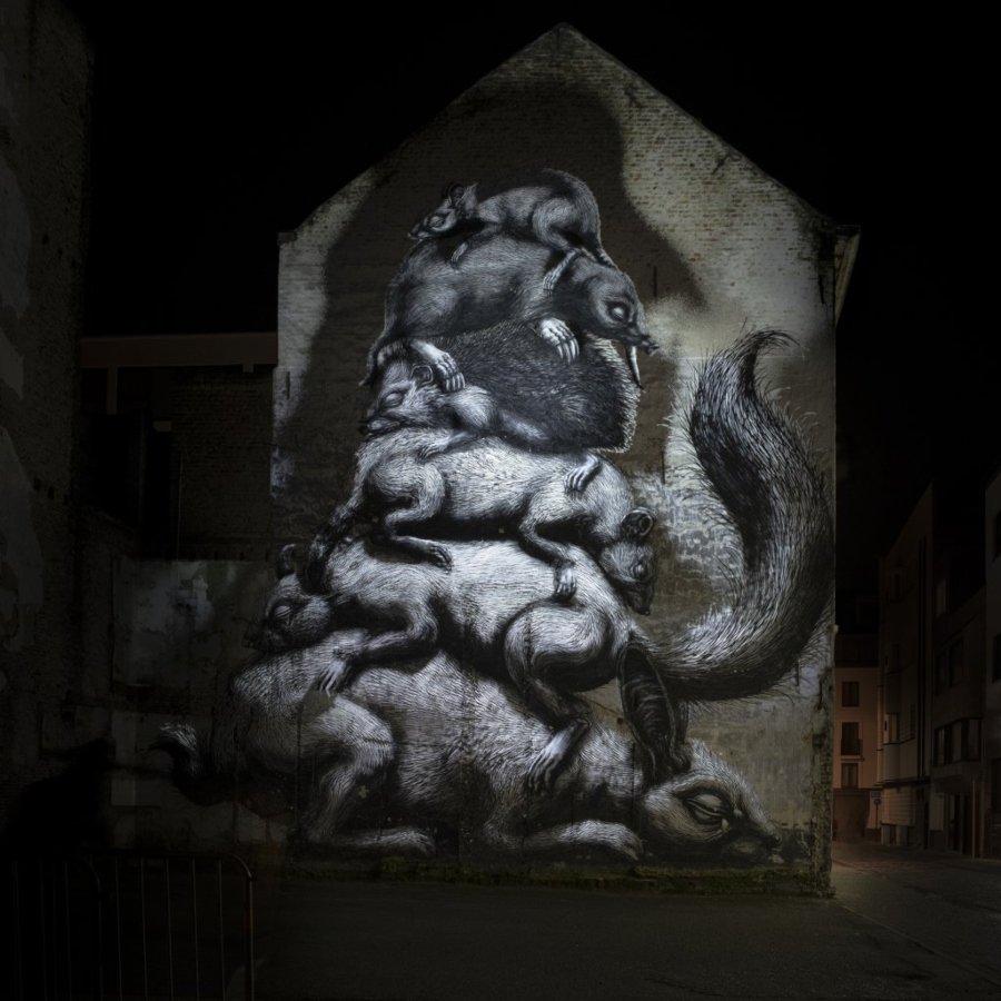 Obra de Roa y Limen Visual en The Crystal Ship by Night