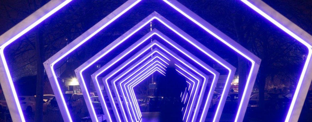 The Crystal Ship by Night ilumina las calles de Bélgica