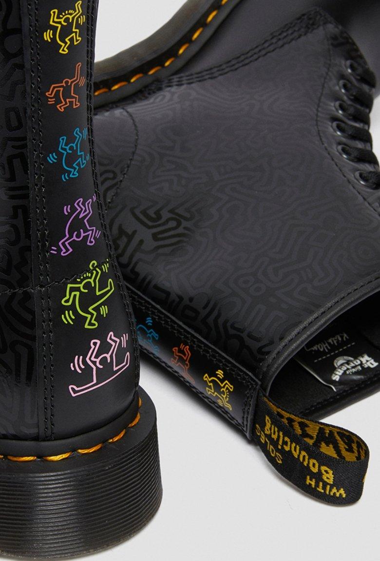 Dr. Martens x Keith Haring con colección de botas
