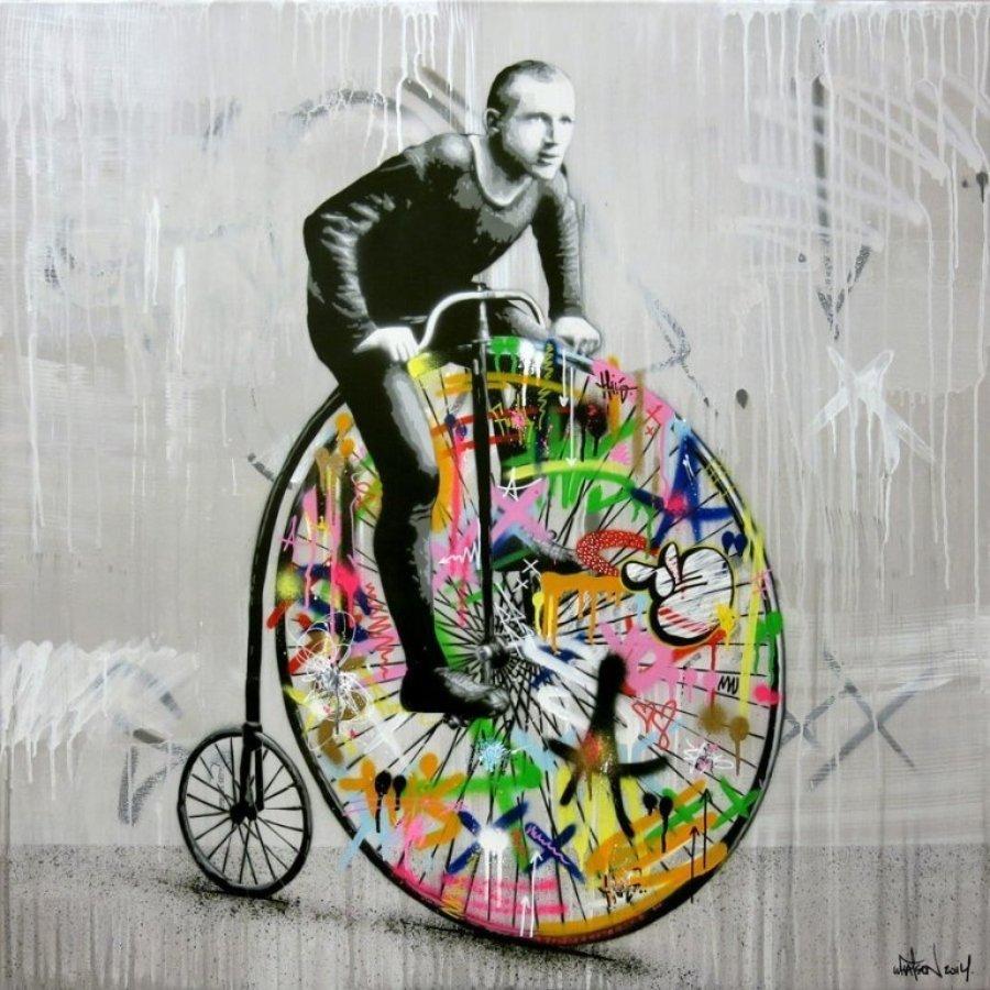 Hombre sobre su bicicleta street art