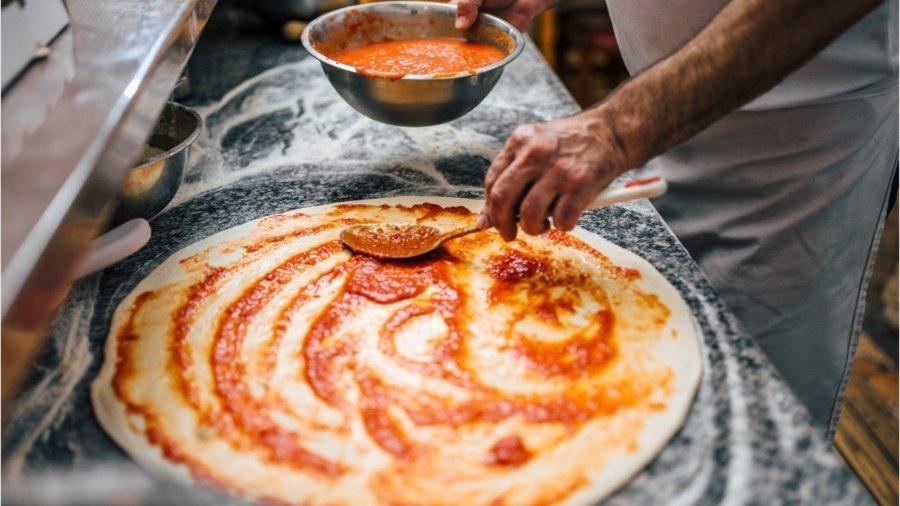 Pizza Hut celebra 25 años de la orilla de queso
