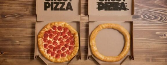 Pizza Hut celebra vendiendo sólo la orilla rellena de queso