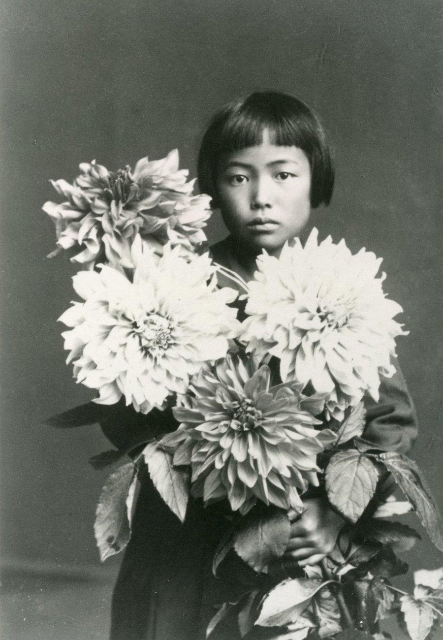 Retrato de Yayoi Kusama cuando tenía alrededor de 10 años (1939) | Jardín Botánico Nueva York (NYBG)