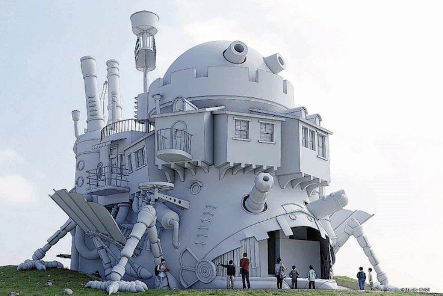 ASpecto del Castillo Vagabundo en el Parque de Ghibli