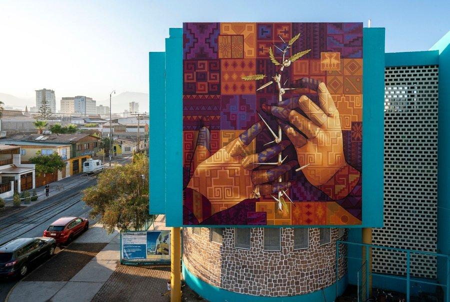Mural de street art de INTI en edificio de Chile