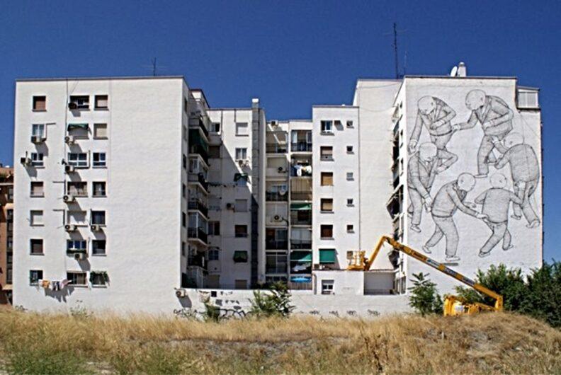 Vista lejana del edificio que plasmaba el mural