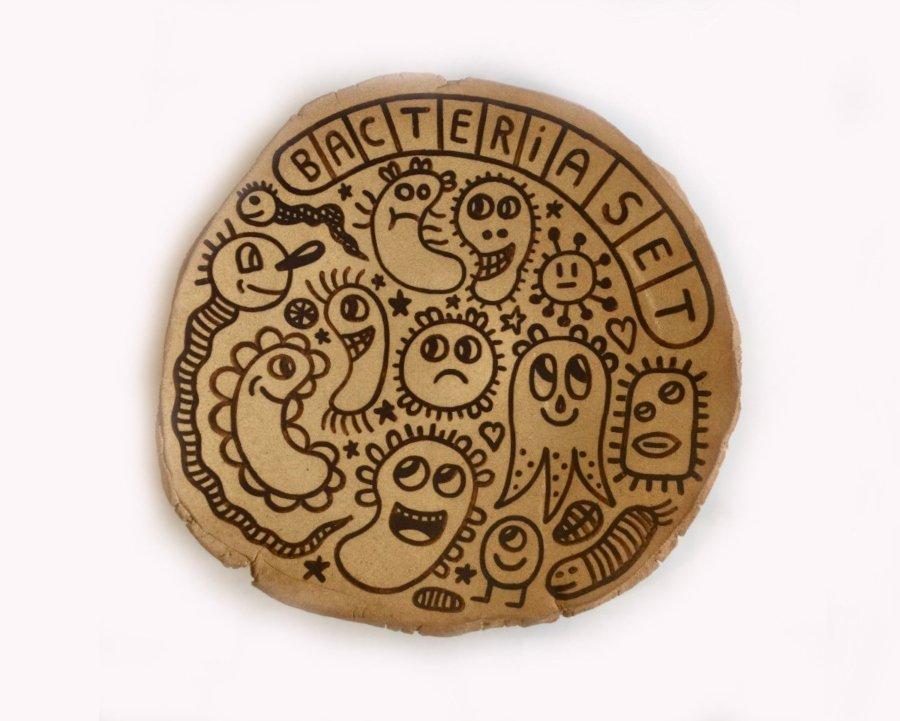 Urvanity SOLO SHOW Albert Pinya _ Català Roig_Bacteria Set_53,5cm DIAMETER_Groggy stoneware with underglaze pigments_2020