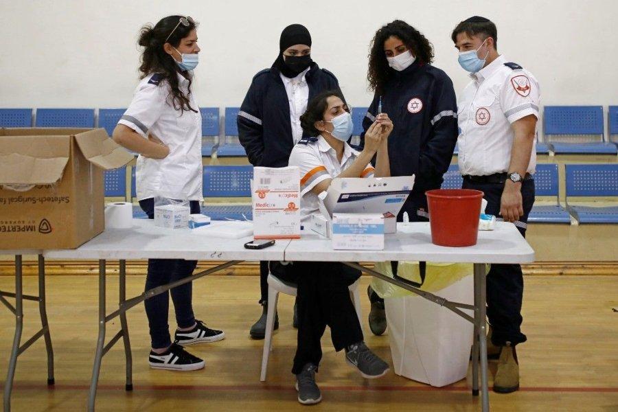 Vacuna Covid-19 con pizza en Israel