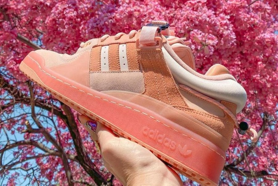 Bad Bunny presenta adidas Forum color rosa