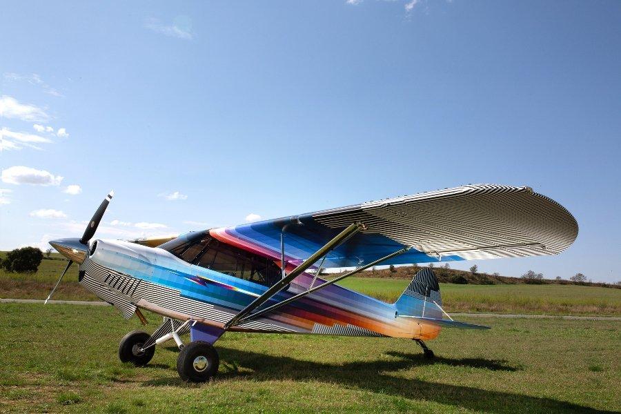 Intervención de avioneta y automóvil