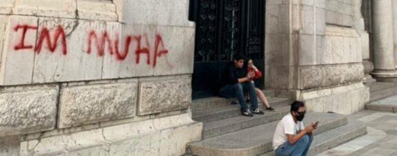 Joven extranjero podría ir a la cárcel por pintar Bellas Artes