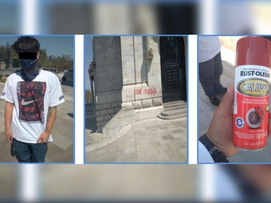 Joven extranjero pintó Palacio de Bellas Artes