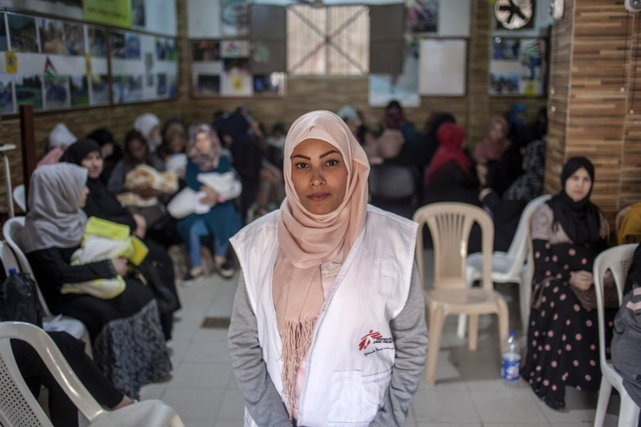 Lita es una mujer de 20 años que es VIH positiva y tiene antecedentes de dificultades para adherirse al tratamiento.