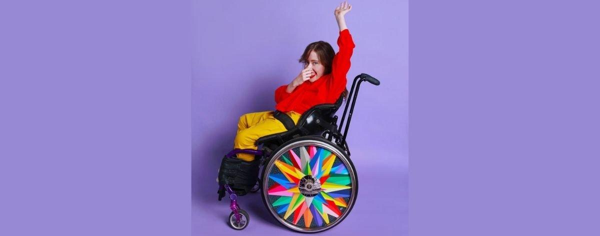 Izzy Wheels y Okuda crean protectores para sillas de ruedas