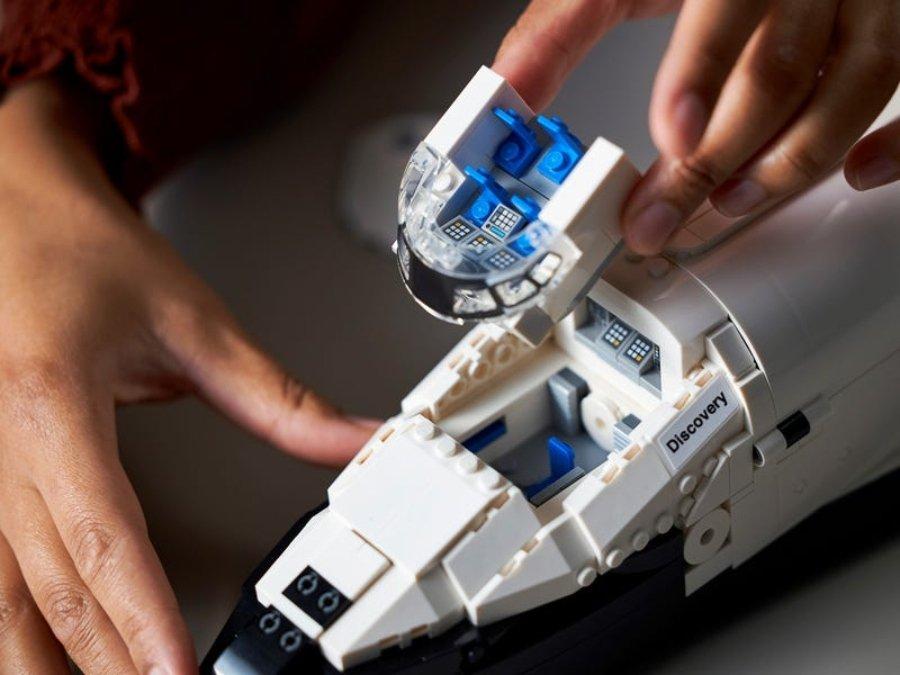 Transbordador espacial Discovery en Legos
