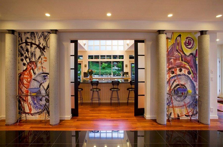 vestibulo de casa con decoracion de graffiti de colores