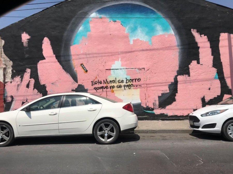 Borraron mural por falta de pago