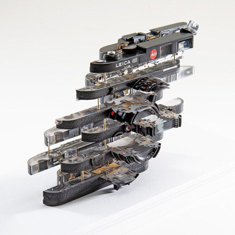 Objetos fragmentados: objeto heisenberg III - leica M6 | 20 x 15 x 5 cm | aluminio, vidrio, resina | 2021