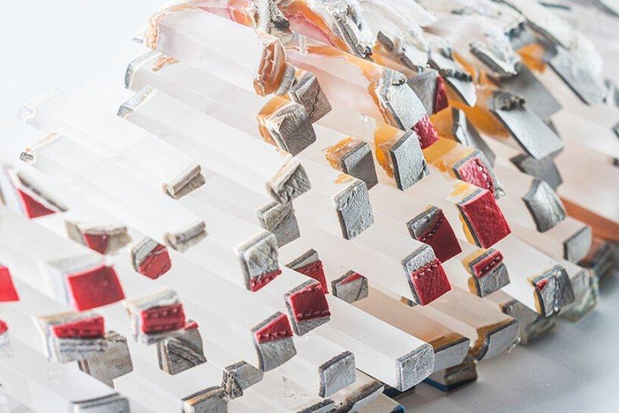 objeto heisenberg VI - cortez | 30 x 18 x 15 cm | cuero, espuma, resina | 2021
