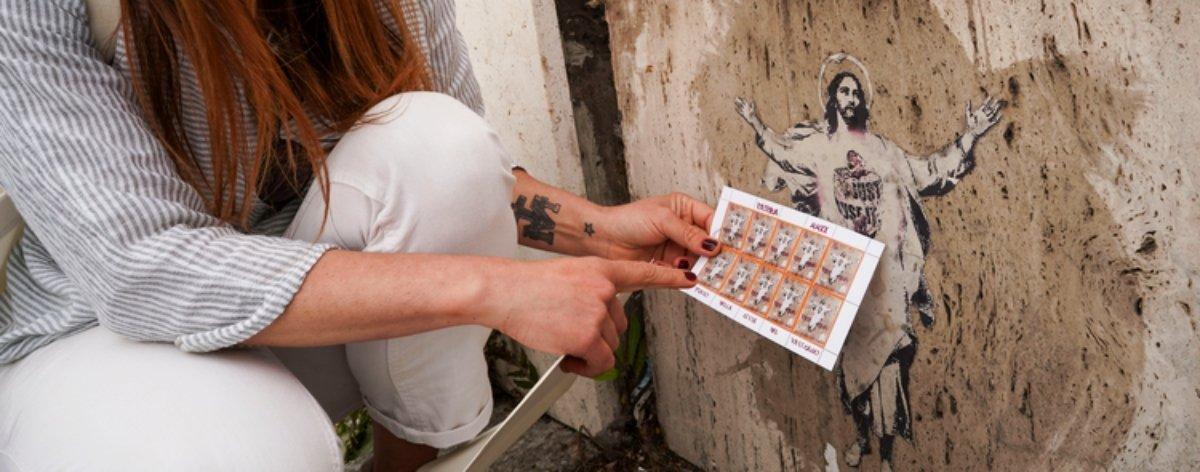 Artista urbana acusa al Vaticano de plagio de una de sus obras