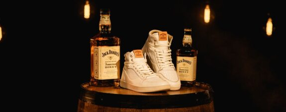 Jack Daniel's y The Shoe Surgeon presentan sneakers hechos a mano
