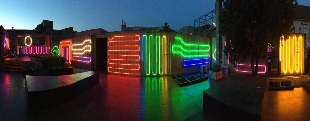 Spidertag presentó una instalación neón en Rumania