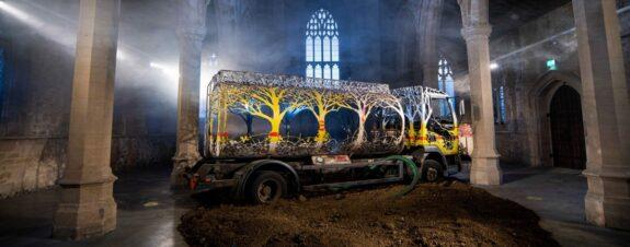 Future Returns, la nueva instalación del artista Dan Rawlings