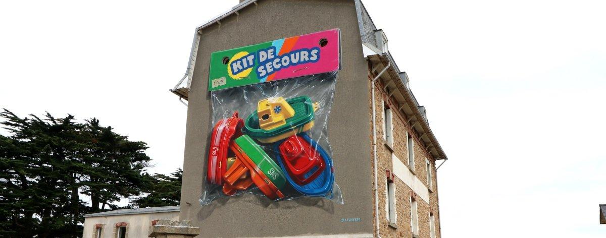 Leon Keer presentó su más reciente mural Kit de Secours