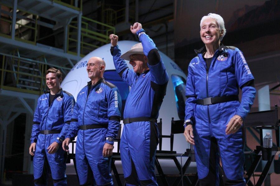 Jeff Bezos y su tripulación listas para el primer turismo espacial