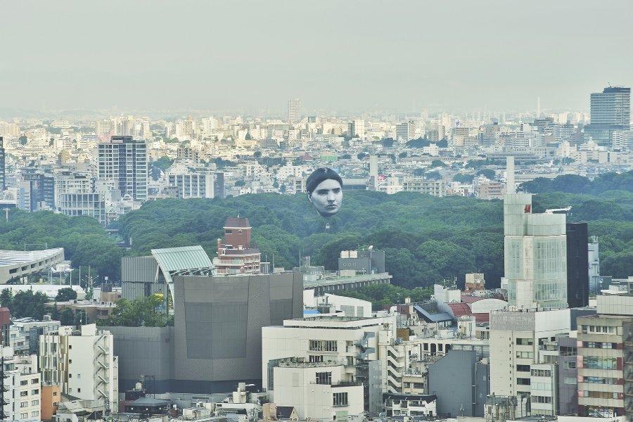 Cabezas gigantes en Tokio