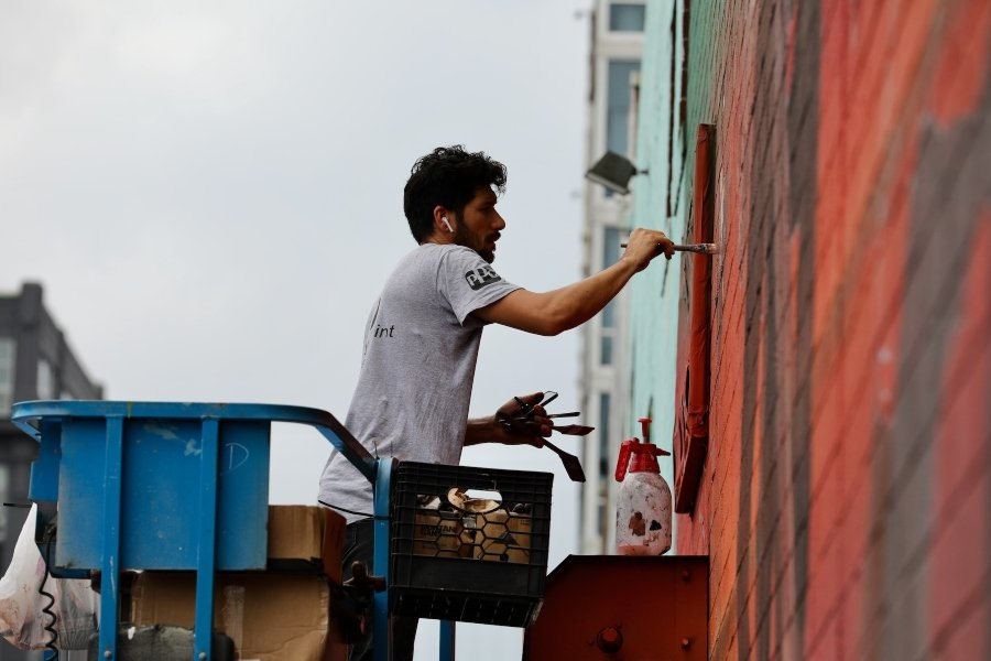 "Mural ""New Futures"" por Li Hill"