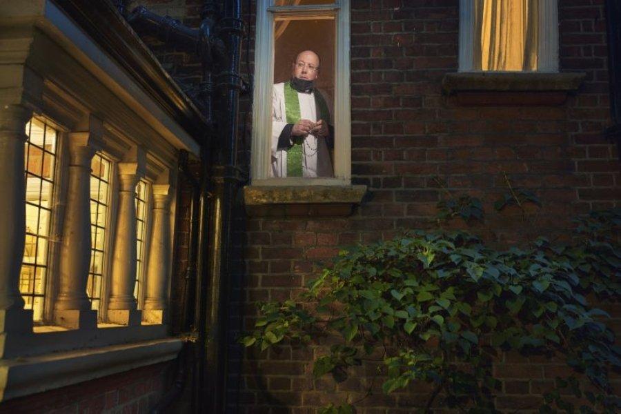 "Fotografía de la serie ""Looking Out From Within"" por Julia Fullerton Batten"