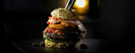 La hamburguesa más cara del mundo se vendió por casi 6 mil dólares