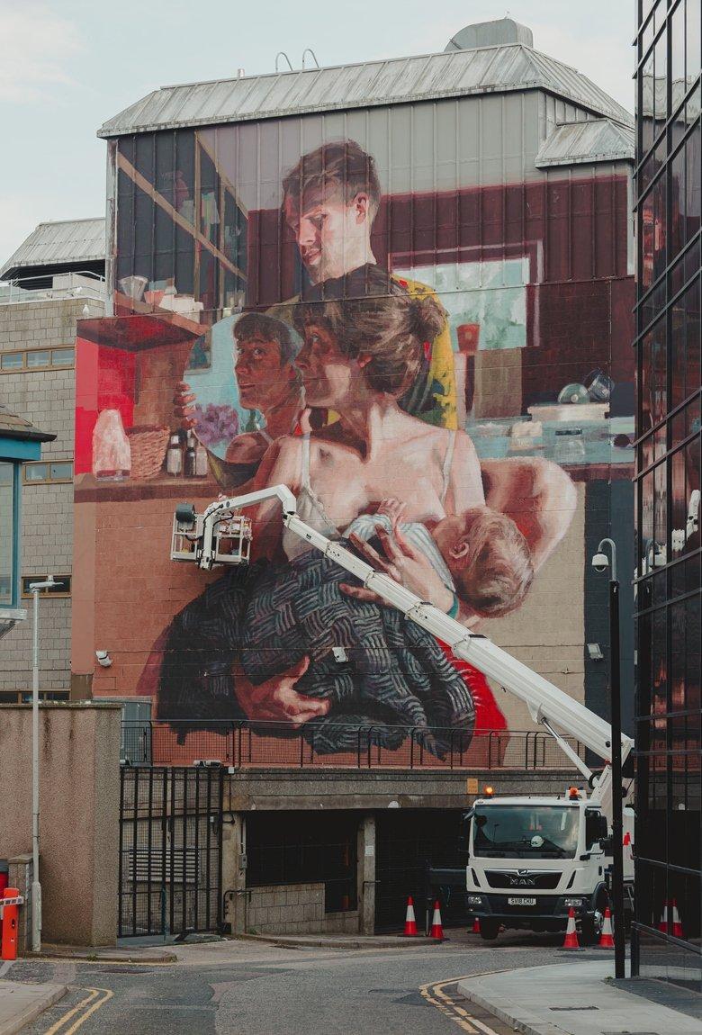 Helen Bur presentó un nuevo mural en el festival de Aberdeen